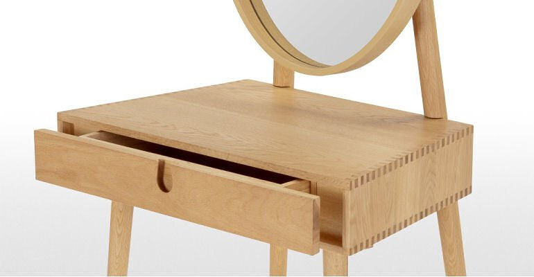 Penn oak dressing table for small spaces