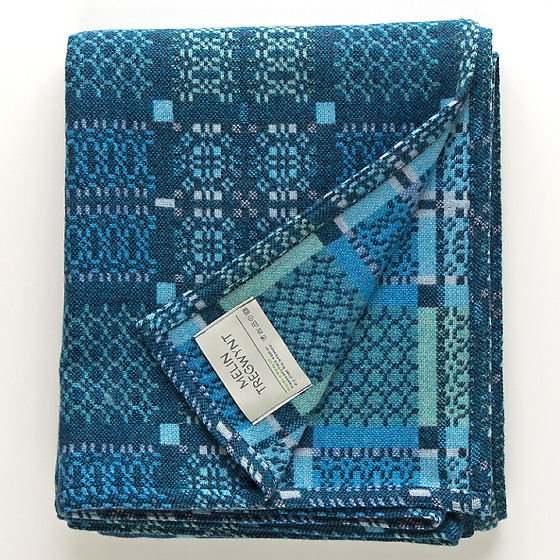 Melin Tregwynt Knot Garden Throw in blue