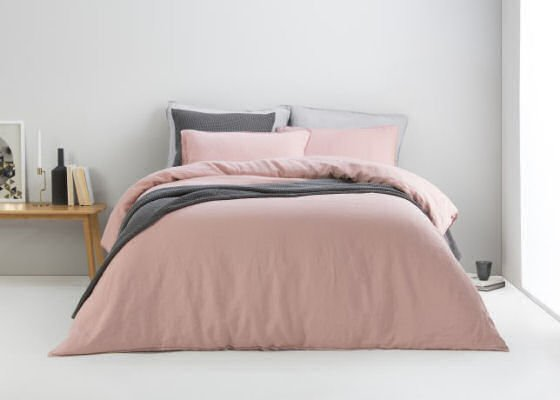 Dusty pink linen bed set with grey accessories
