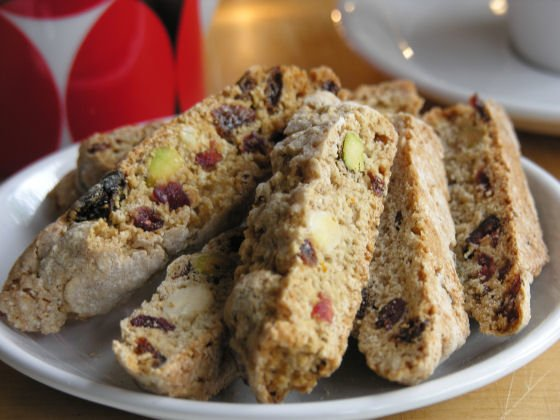 Christmas biscotti recipe with pistachios and dried cranberries