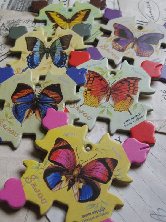 Sajou thread winding cards with butterfly motits
