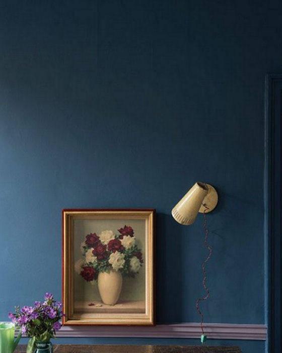 dark blue wall - Farrow and Ball Stiffkey Blue with Brassica trim