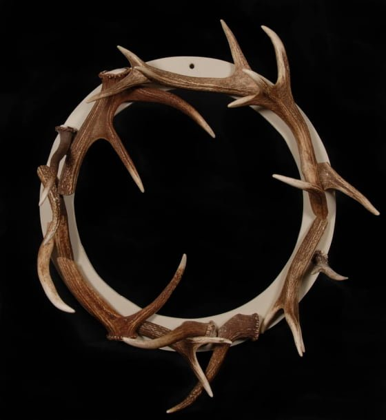 Contemporary christmas wreaths for indoors and out for Antler christmas wreath