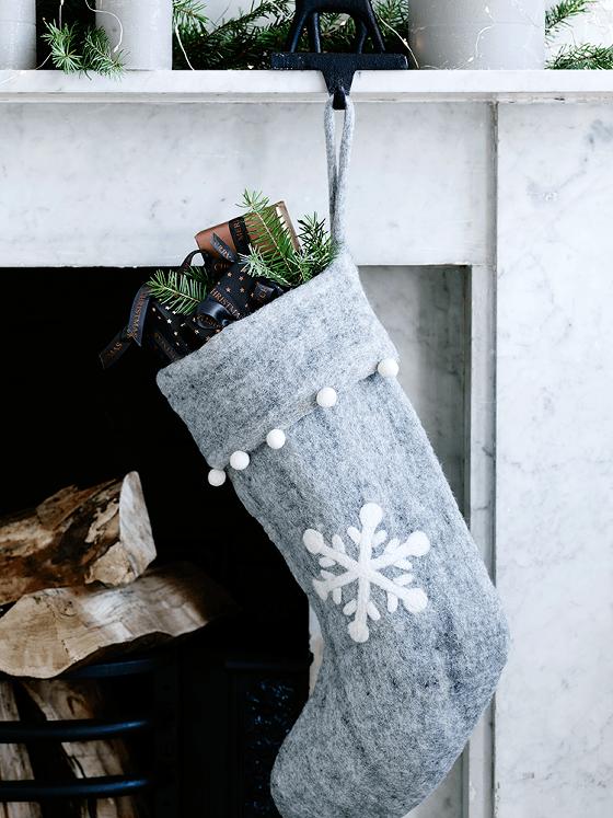 snowflake-felt-stocking-x-snostock